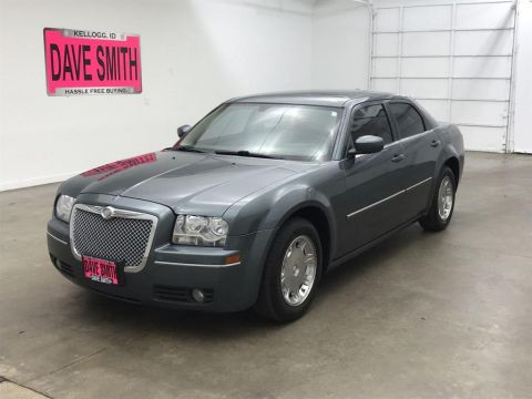 Pre-Owned 2006 Chrysler Touring