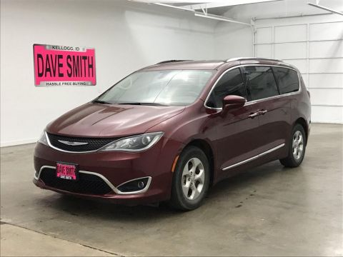 Pre-Owned 2017 Chrysler Touring
